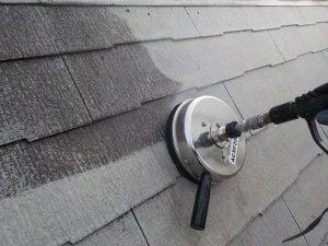 大田区 屋根塗装 高圧洗浄中